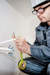 Huntsville AL electrician re-wiring power outlet